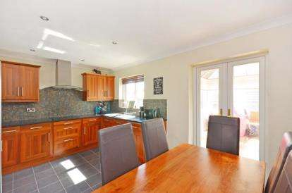 3 Bedrooms Detached House for sale in Ringwood Crescent, Sothall, Sheffield, South Yorkshire