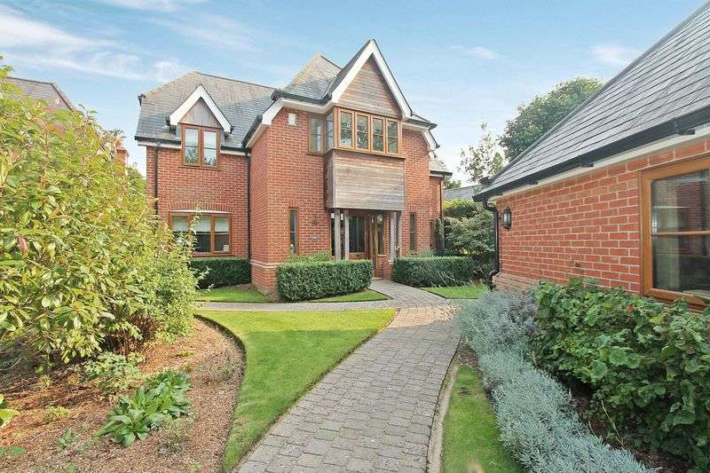 5 Bedrooms Detached House for sale in Botley Road, Burridge