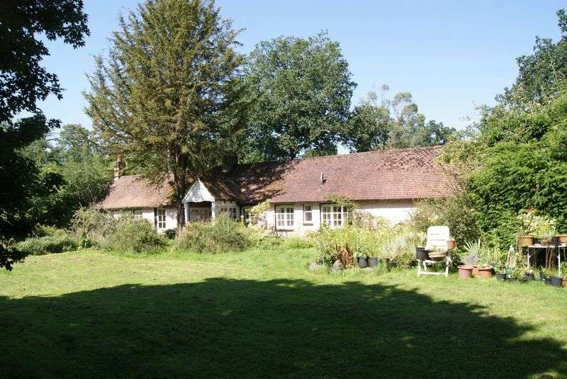 2 Bedrooms Detached Bungalow for sale in Sandy Lane, Rushmoor, Farnham