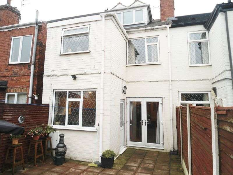 3 Bedrooms Terraced House for sale in Station Road, Ackworth, Pontefract, WF7 7HA