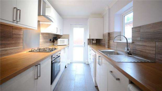 2 Bedrooms Terraced House for sale in Wykeham Road, Reading, Berkshire