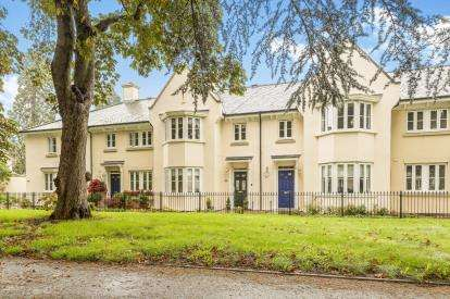 4 Bedrooms Terraced House for sale in Campriano Drive, Warwick, Warwickshire