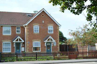 4 Bedrooms End Of Terrace House for sale in Throop, Bournemouth, Dorset