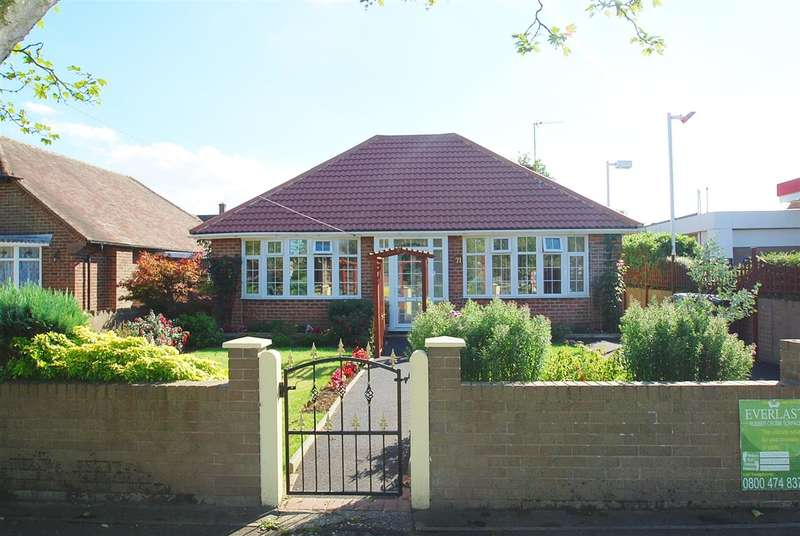 2 Bedrooms Bungalow for sale in Burgh Road, Skegness