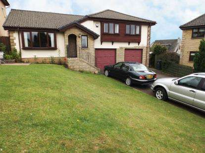 4 Bedrooms Bungalow for sale in Templand Drive, Cumnock
