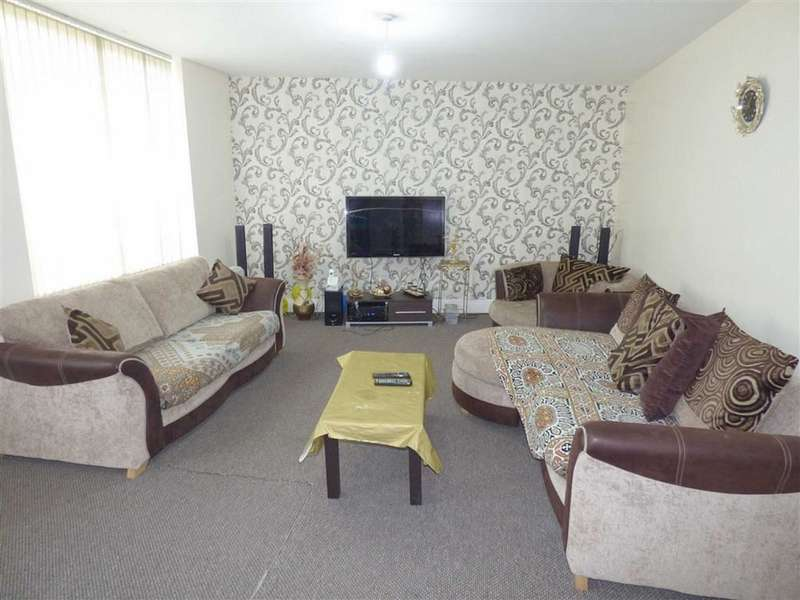 3 Bedrooms Property for sale in Bury Road, Rochdale, Lancashire, OL11