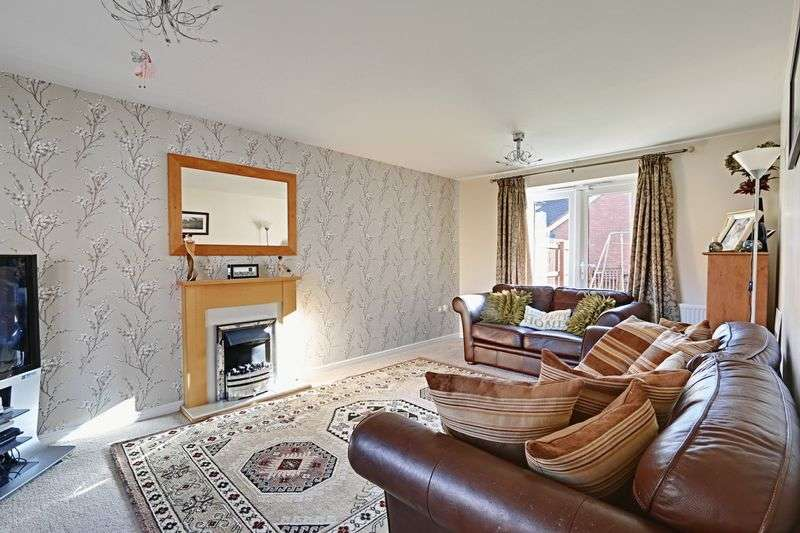 4 Bedrooms Semi Detached House for sale in Rivelin Park, Kingswood