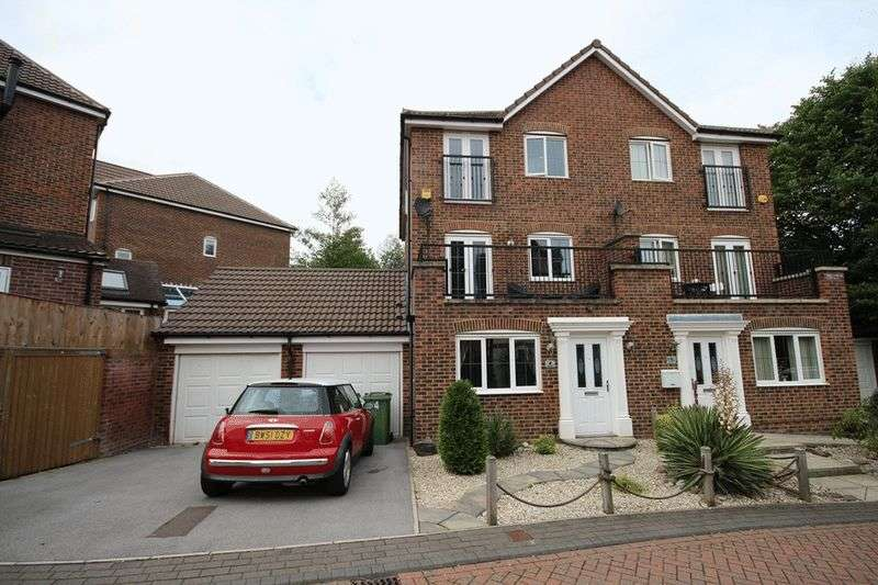 5 Bedrooms House for sale in Woodland Drive, Leeds