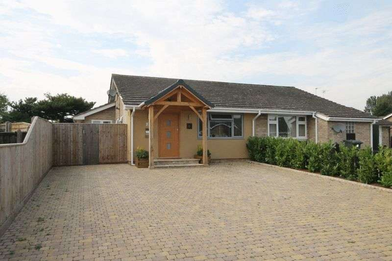 3 Bedrooms Semi Detached Bungalow for sale in BEGBROKE
