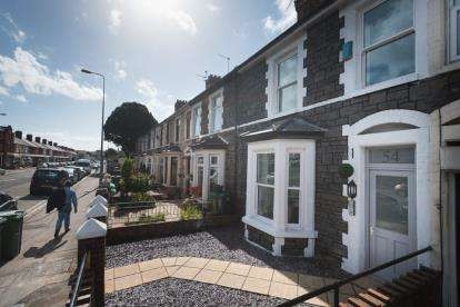 1 Bedroom Flat for sale in Penarth Road, Grangetown, Cardiff, South Glamorgan
