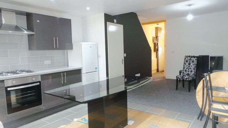 3 Bedrooms Terraced House for sale in Sutherland Road, Enfield