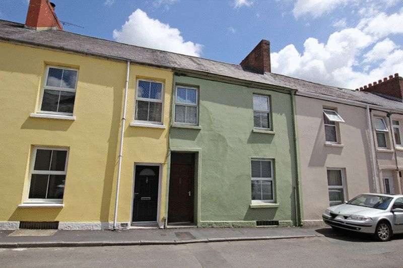 3 Bedrooms Terraced House for sale in UNION STREET, CARMARTHEN