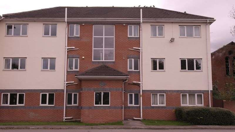 2 Bedrooms Flat for sale in Byron Street, Oldham