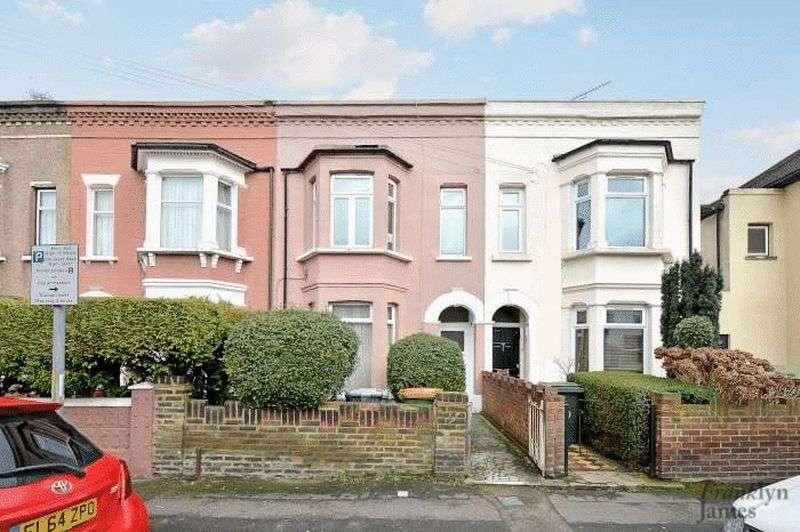 2 Bedrooms Flat for sale in Albert Square, Stratford, E15