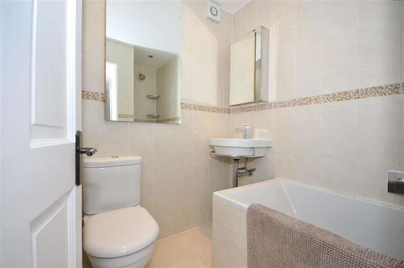 3 Bedrooms Terraced House for sale in Middleton Road, Morden, Surrey