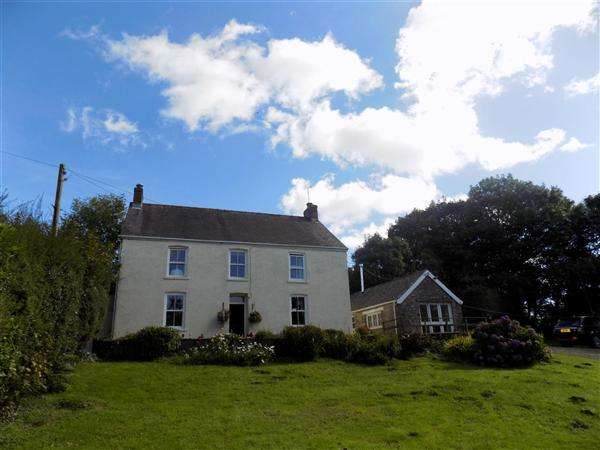 4 Bedrooms Detached House for sale in Bryncleddau, Mynachlogddu, Clunderwen