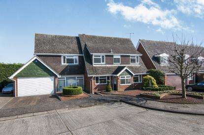 4 Bedrooms Detached House for sale in Galleywood, Chelmsford, Essex