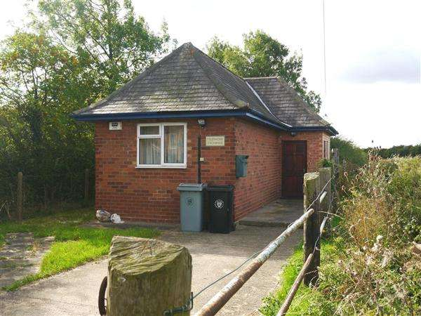 2 Bedrooms Detached Bungalow for sale in The Old Telephone Exchange, 25 Vicarage Lane, Long Bennington, Newark