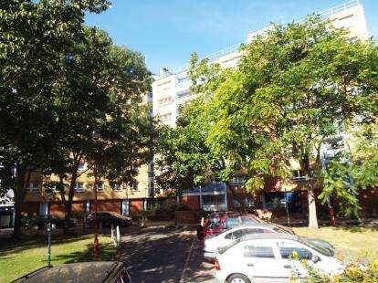 2 Bedrooms Flat for sale in Priory Road, London