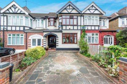 3 Bedrooms Terraced House for sale in Chadwell Heath, Essex