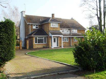 5 Bedrooms Detached House for sale in High Street, Broom, Biggleswade, Bedfordshire