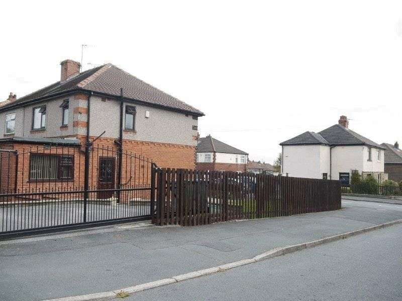 3 Bedrooms Semi Detached House for sale in Ghyllroyd Avenue, Birkenshaw, Bradford BD11 2EX