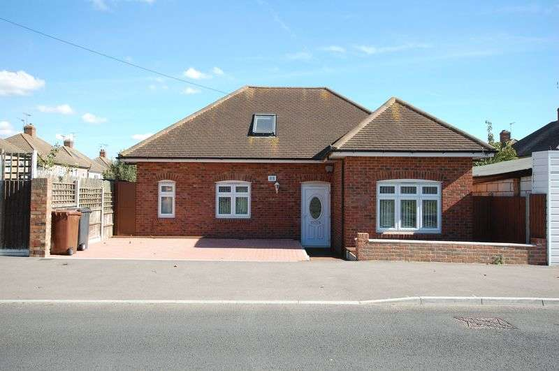 3 Bedrooms Detached Bungalow for sale in Stanford-Le-Hope