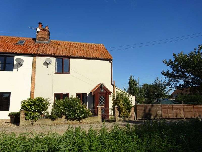 3 Bedrooms Semi Detached House for sale in Swim Road, Great Yarmouth, Norfolk