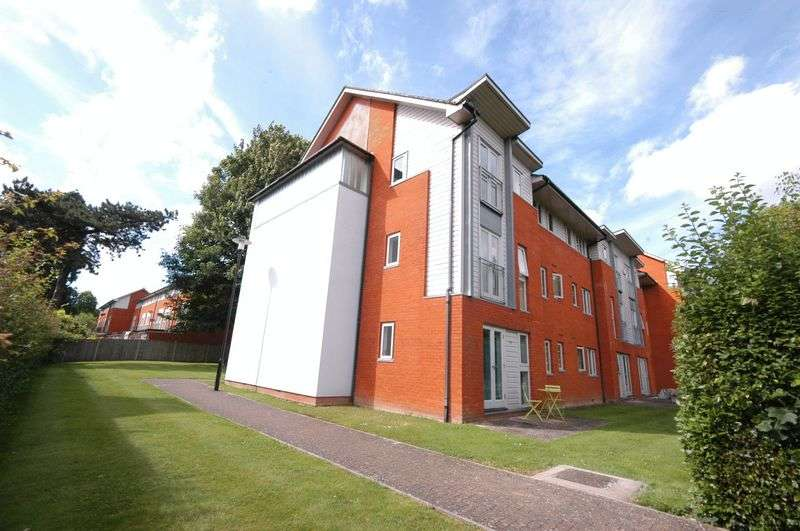 3 Bedrooms Flat for sale in Kings Walk, Maidstone