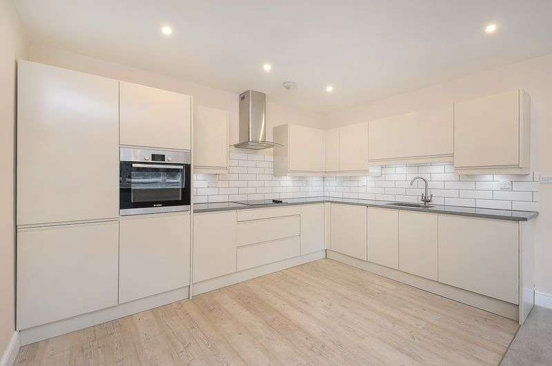1 Bedroom Flat for sale in 674 Sq ft in Dorking town centre