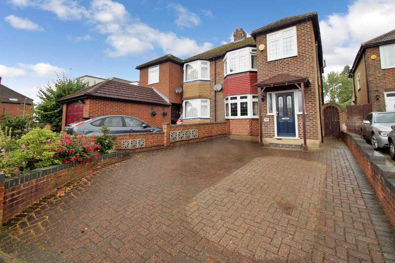 3 Bedrooms Semi Detached House for sale in Boxmoor, Hemel Hempstead, Herts