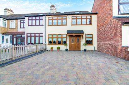 4 Bedrooms End Of Terrace House for sale in Romford, Essex, London
