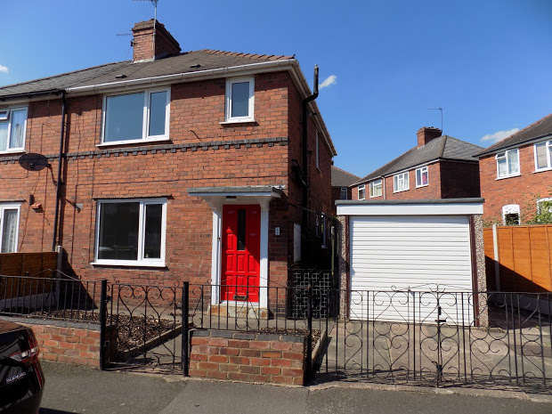3 Bedrooms Semi Detached House for sale in CRADLEY HEATH, West Midlands, B64