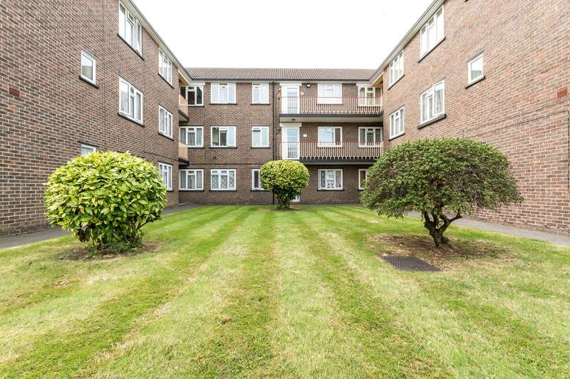2 Bedrooms Apartment Flat for sale in College Court, Ashburton Road, Croydon