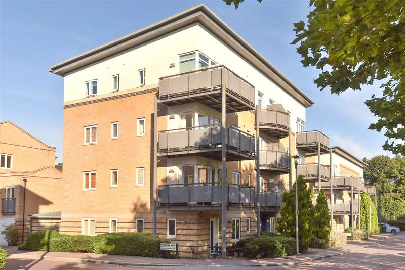 2 Bedrooms Apartment Flat for sale in Flat 3, Renoir House, Cassio Place, Watford, WD18