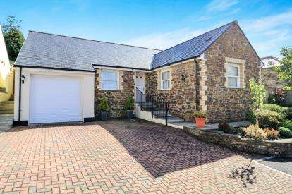 3 Bedrooms Bungalow for sale in Priory Road, Bodmin, Cornwall