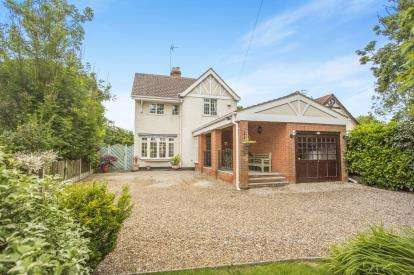 4 Bedrooms Detached House for sale in Corton, Lowestoft, Suffolk