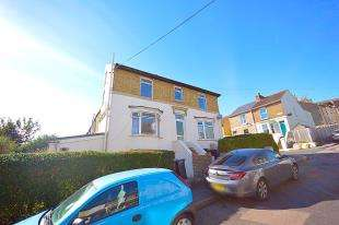 2 Bedrooms Flat for sale in Widred Road, Dover, Kent