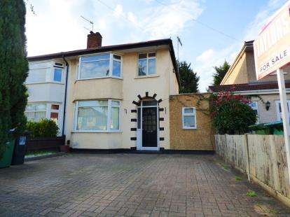 3 Bedrooms Semi Detached House for sale in Eastlea Avenue, Watford, Hertfordshire