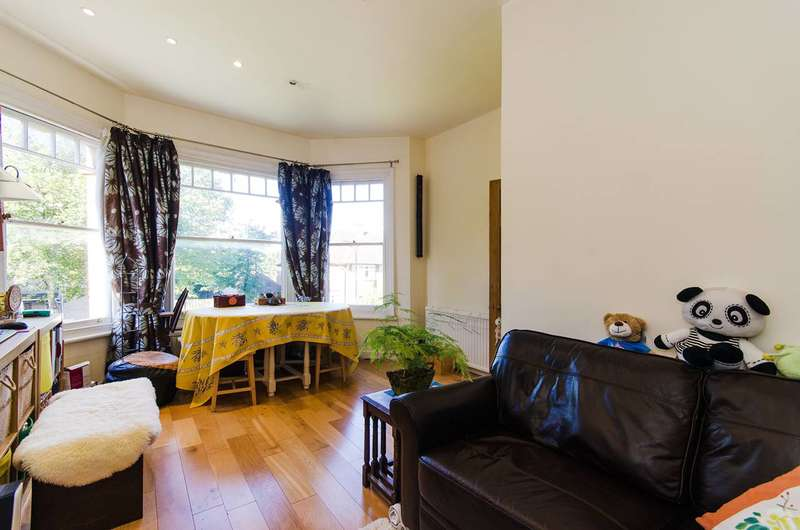 1 Bedroom Flat for sale in Queens Walk, Ealing, W5