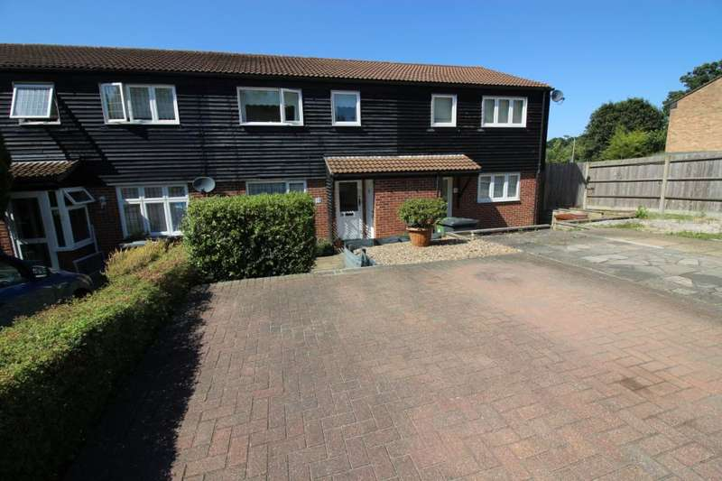 3 Bedrooms Terraced House for sale in Neagle Close, Borehamwood, Hertfordshire, WD6