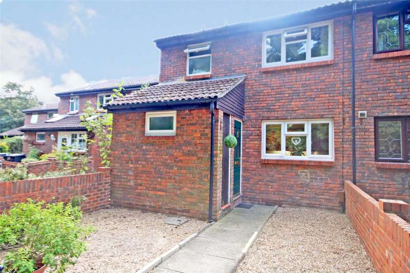 3 Bedrooms Terraced House for sale in Gogmore Farm Close, Chertsey, Surrey, KT16