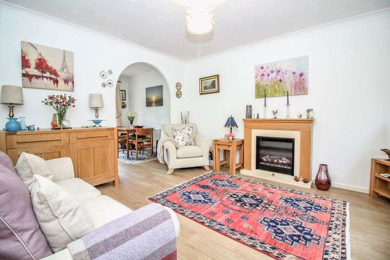 3 Bedrooms Semi Detached House for sale in Somerton Gardens, Frome