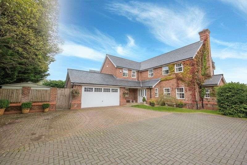 5 Bedrooms Detached House for sale in Broadhalgh Avenue, Rochdale