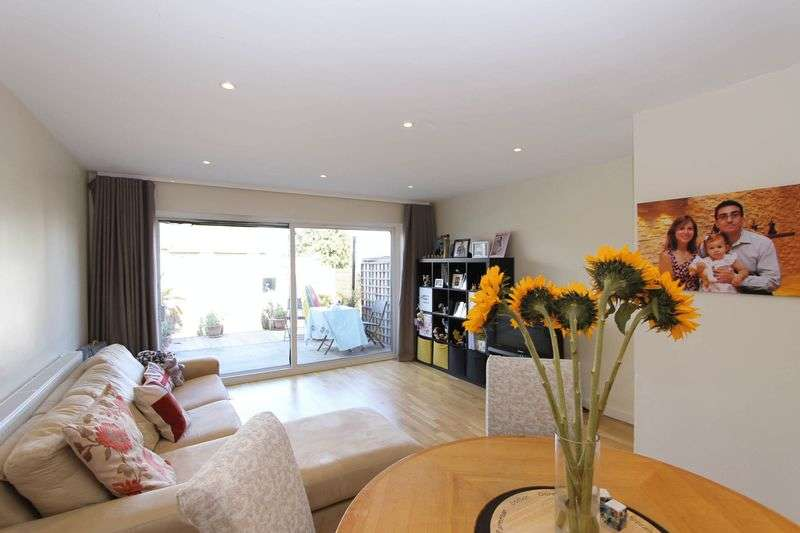 2 Bedrooms Terraced House for sale in Southwood Close, Worcester Park