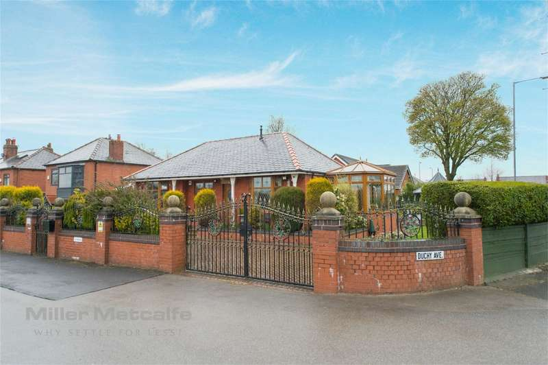 3 Bedrooms Detached Bungalow for sale in Duchy Avenue, Over Hulton, Bolton, Lancashire