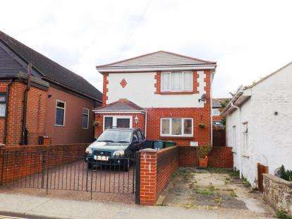3 Bedrooms Detached House for sale in Shanklin, Isle Of Wight