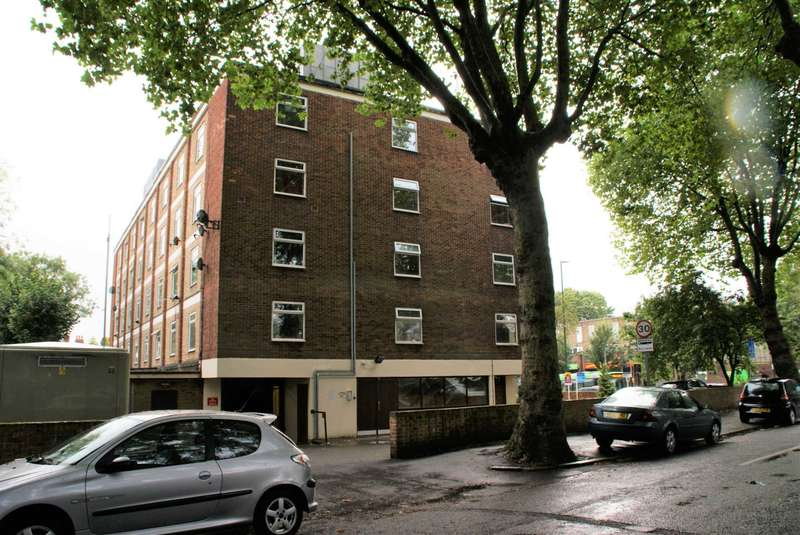 Studio Flat for sale in Tavistock Court, Nottingham