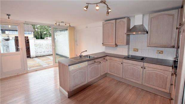 3 Bedrooms Terraced House for sale in Sanctuary Close, Harefield, Uxbridge