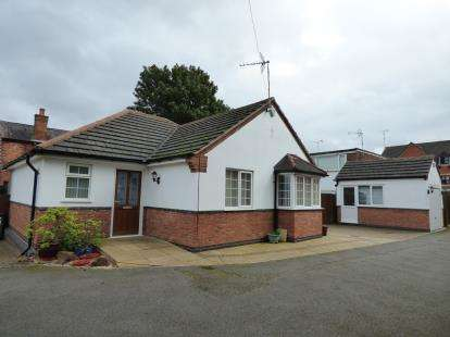 2 Bedrooms Bungalow for sale in Auburn Road, Blaby, Leicester, Leicestershire